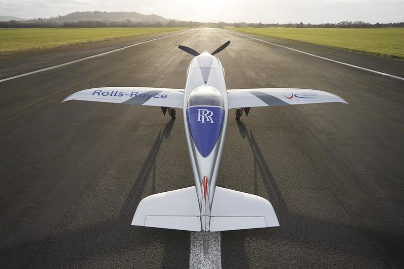 Rolls-Royce'un tamamen elektrikli uçağı ilk uçuşunu tamamladı 21