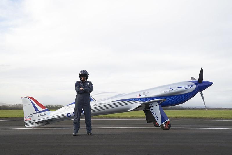 Rolls-Royce'un tamamen elektrikli uçağı ilk uçuşunu tamamladı 23