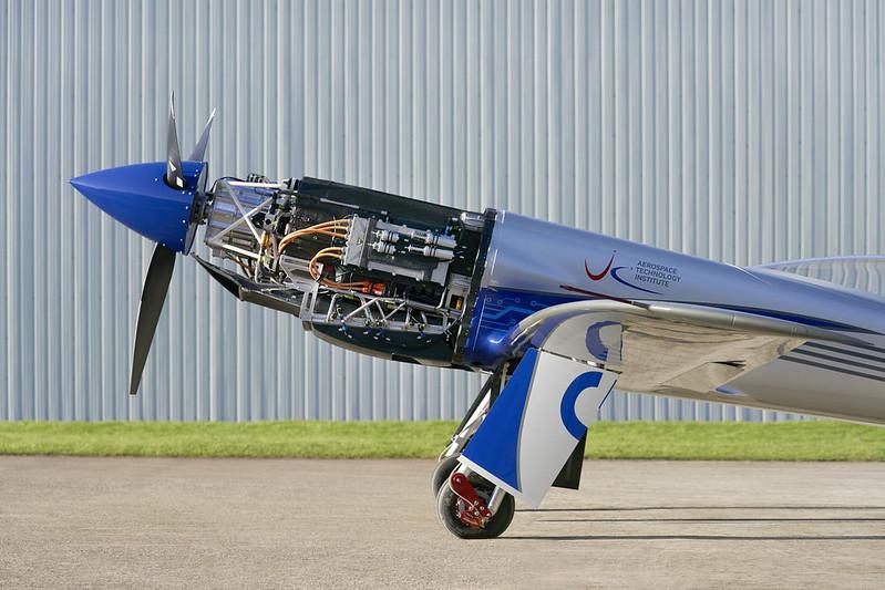 Rolls-Royce'un tamamen elektrikli uçağı ilk uçuşunu tamamladı 24