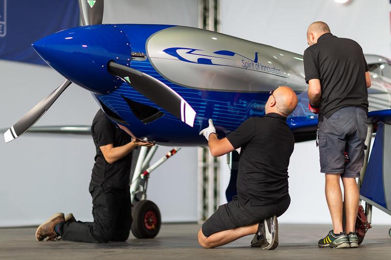 Rolls-Royce'un tamamen elektrikli uçağı ilk uçuşunu tamamladı 28
