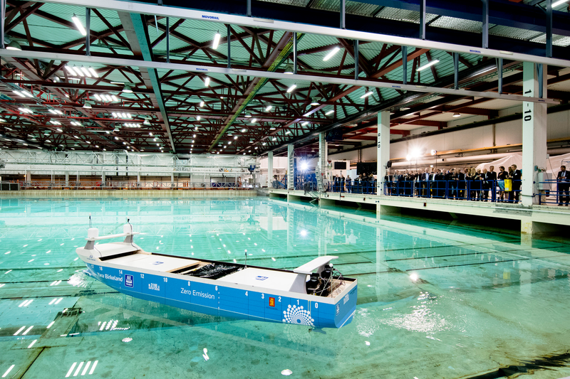 Elektrik motorlu, personelsiz kargo gemisi ilk seferine hazırlanıyor 3