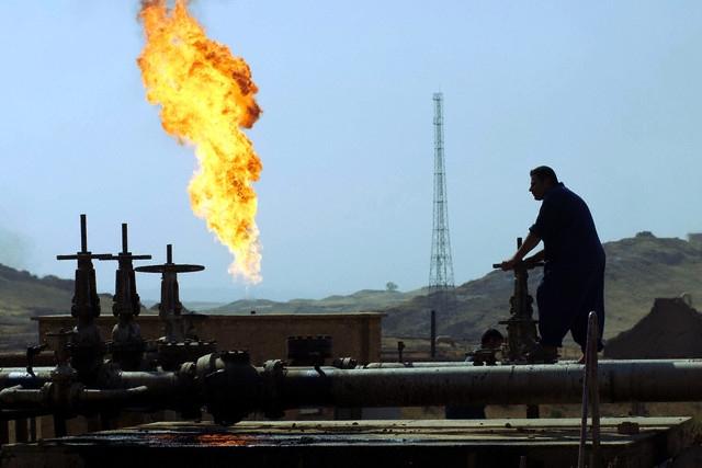 Ukrayna Tacikistan`da benzin üretecek