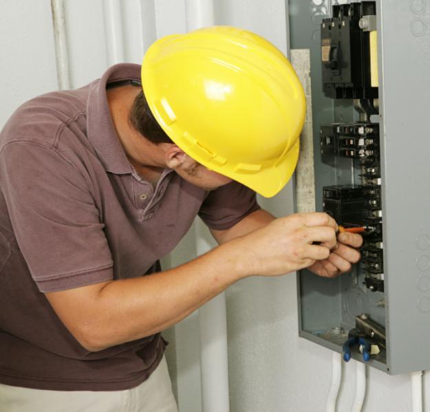 SETA: İşsizlik çok ama elektrikçi ve kaynakçı yok!