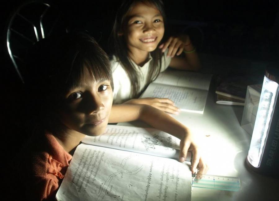 Panasonic'ten elektriksiz bölgelere 100 bin güneş feneri!