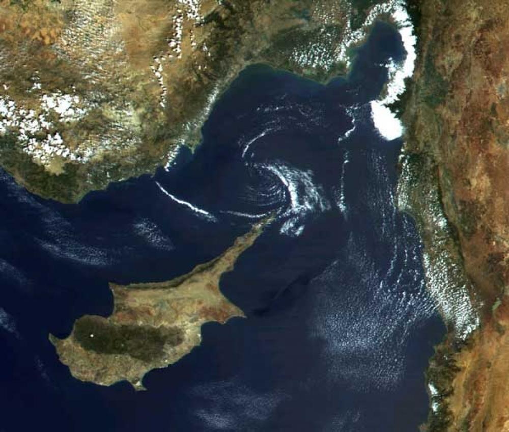 Kıbrıs, sıcak suyunu güneş enerjisi ile elde ediyor
