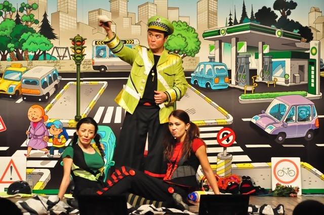 BP, yol güvenliğini tiyatroyla anlatıyor