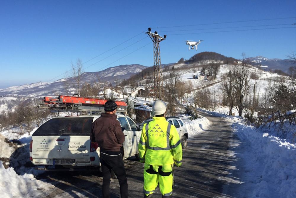 Şebekelerdeki buz yükünü drone'lar temizleyecek