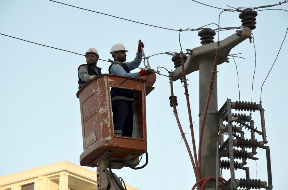 Hakkari'de VEDAŞ işçilerine terör saldırısı