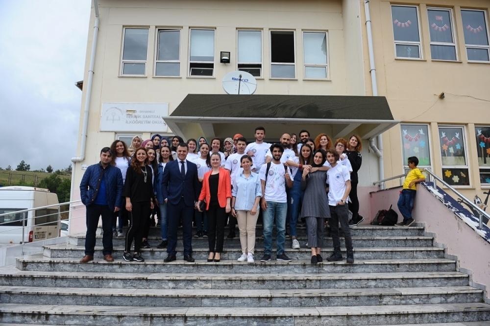 UEDAŞ'ın projesiyle 14 köy okulu kütüphaneye kavuştu