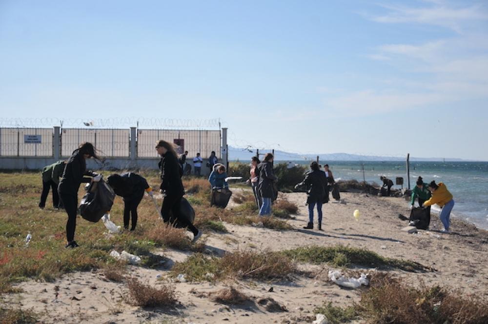 Limak Enerji Çanakkale Kepez Sahili'ni temizledi