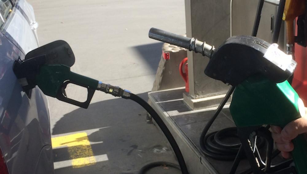 Benzin fiyatına 27 kuruş zam!