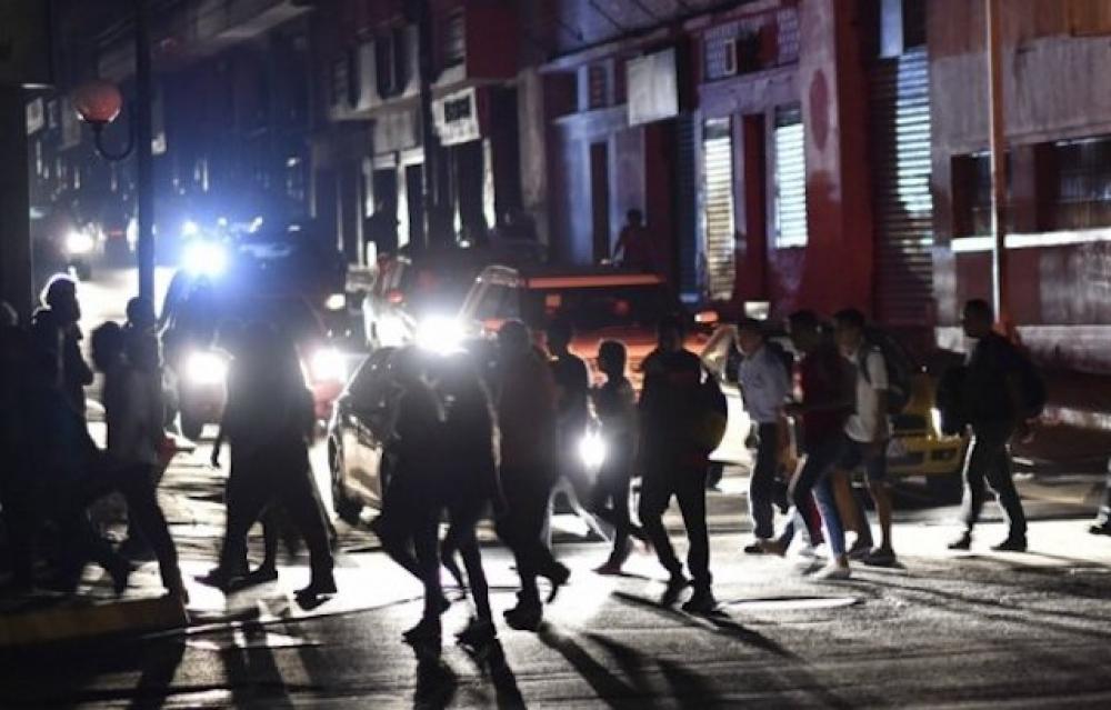 Venezuela elektrik kesintisiyle karanlığa gömüldü