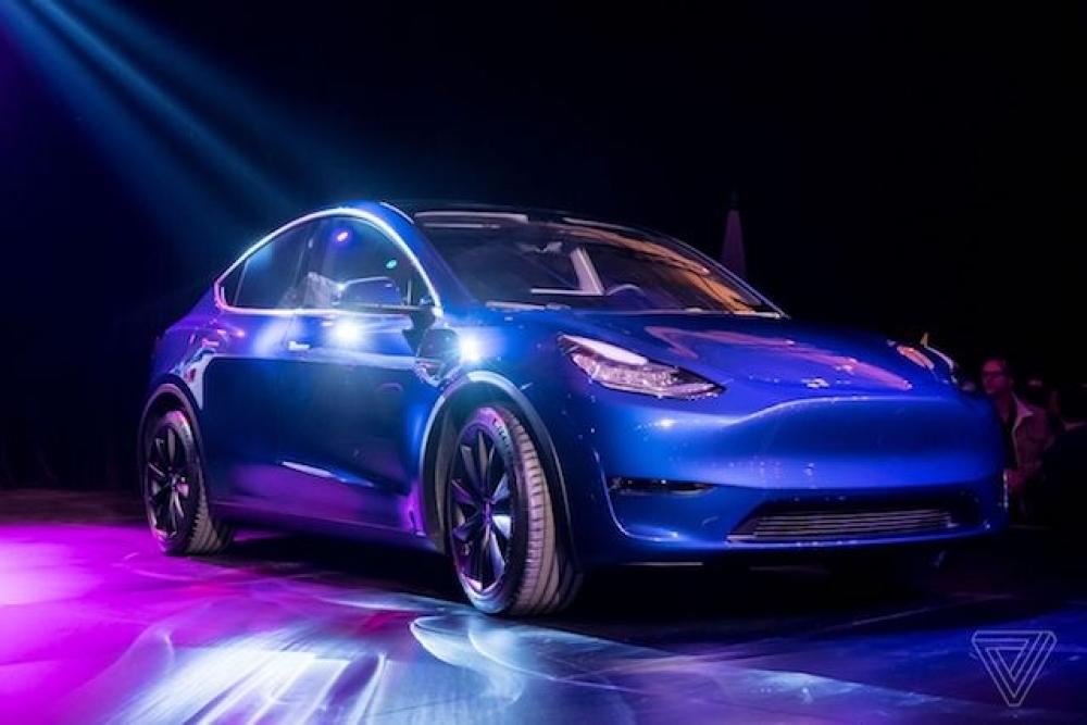 Tesla yeni elektrikli otomobili Model Y'yi tanıttı