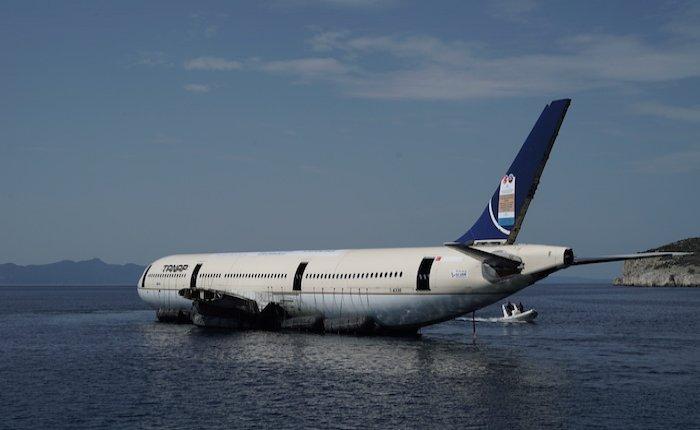 Saros Körfezi'nde yapay resif için eski Airbus 330 uçağı batırıldı