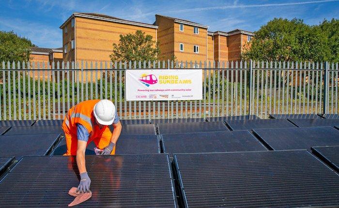 Dünyanın ilk güneş enerjili demiryolu hattı İngiltere'de açıldı