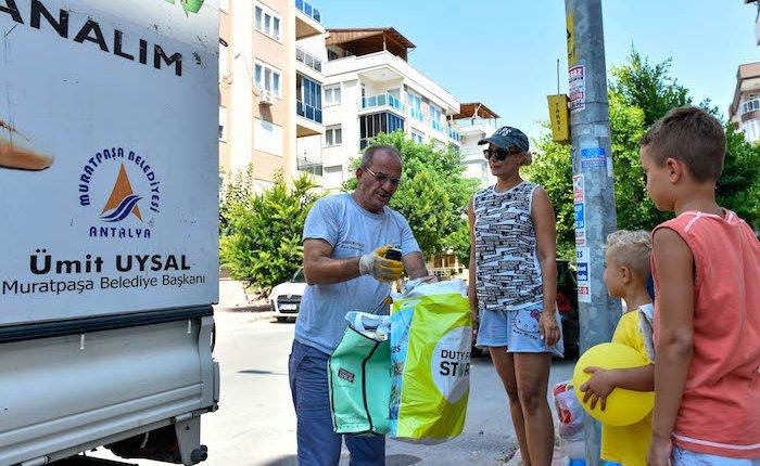 Antalya Muratpaşa'da geri dönüşümle ormanlar korunuyor