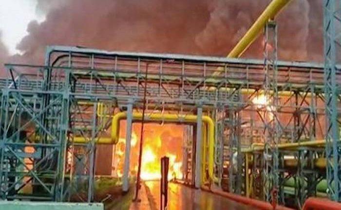 Hindistan'ın en büyük gaz tesisinde yangın çıktı