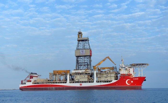 Kanuni Sondaj Gemisi Karadeniz yolunda