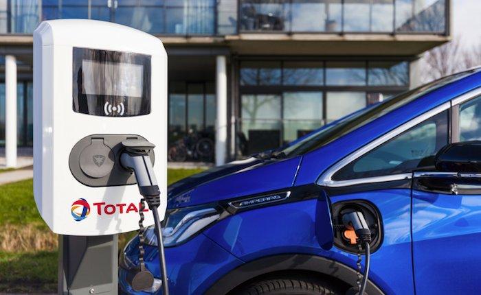 Total Almanya'da elektrikli şarj istasyonları işletecek