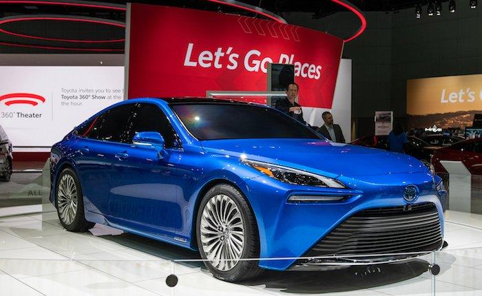Toyota'nın yeni hidrojen yakıtlı aracı yollarda