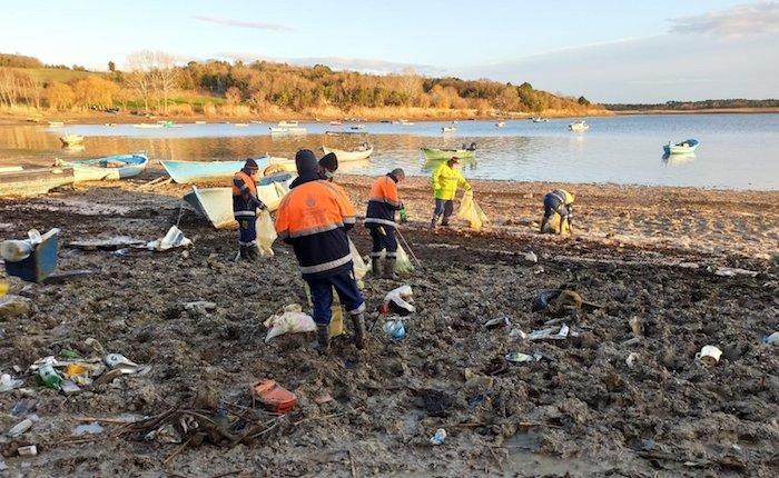 İBB baraj havzalarından 40 ton çöp çıkardı