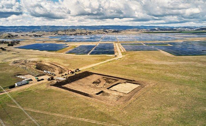 Apple Tesla bataryalarıyla güneş elektriğini depolayacak