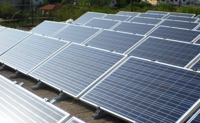 İngiltere'nin iklim hedefi için güneş kapasitesi üç kat artmalı