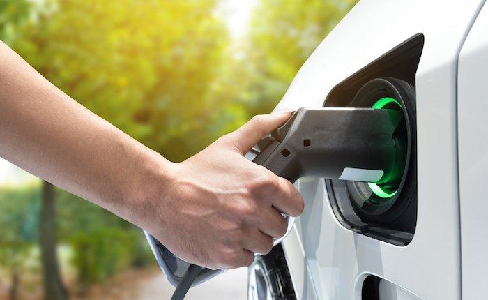İngiltere'de satılan her 100 aracın 17'si elektrikli veya hibrit