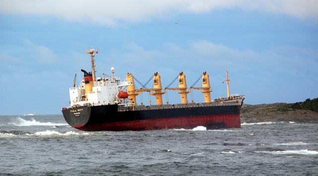 Korsanlar petrol gemisini kaçırdı: 24 rehin
