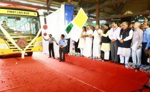 Hindistan'ın ilk LNG yakıtlı otobüsü yollarda
