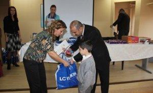 AYEDAŞ'tan yoksul öğrencilere giysi yardımı