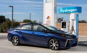 Toyota, hidrojen yakıtlı Mirai'leri servislere çağırdı