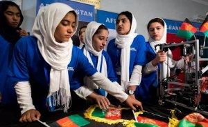 Afgan kızlar güneş enerjili çiftçi robot geliştirdiler