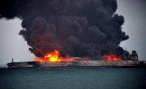 Doğu Çin Denizi'nde yanan petrol gemisi battı