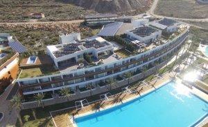 Lübnan'daki tatil kompleksi elektriğini güneşten karşılıyor