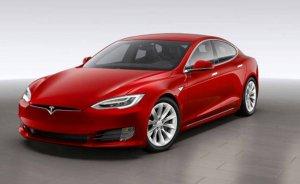 Tesla Model S araçlarını servise çağırdı