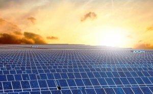 Çin 4 bin metre yükseklikte güneş santrali kurdu