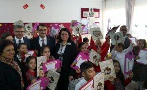 Enerji Bakanı miniklere karne ve dergi dağıttı