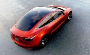 Çin Tesla Model 3'ün ithal yasağını kaldırıldı