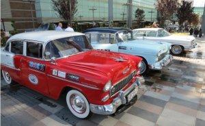 Klasik otomobiller Mobil 1'le yollarda