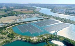 Avrupa'nın en büyük yüzer GES'i elektrik üretmeye başladı