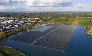 Hollanda'nın en büyük yüzer GES'i elektrik üretmeye başladı
