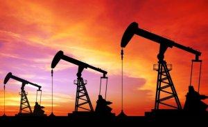 Küresel petrol üretimi Nisan'da günde 180 bin varil azaldı