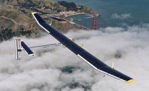 Güneş enerjili ilk uçak yolculuğunu tamamladı