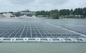 Hollanda'da kum göletine 1.2MW'lık yüzer GES kuruldu