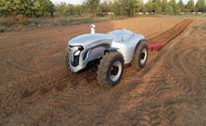 Çin 5G kontrollü sürücüsüz elektrikli traktör geliştirdi