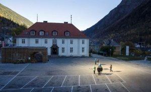 Norveç kasabası dev aynalarla aydınlanıyor