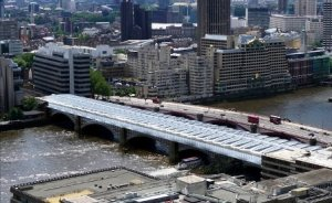 Dünyanın en büyük güneş enerjili köprüsü açıldı