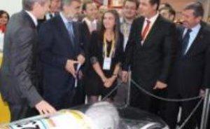 Enerji Bakanı Taner Yıldız Eco-Marathon aracını inceledi